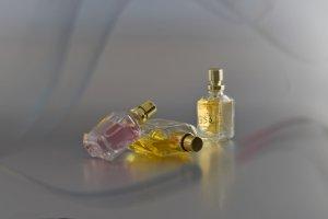gelbe parfumflasche k
