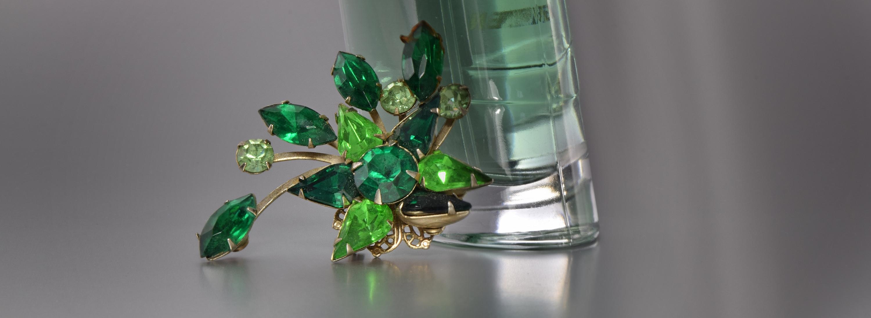grüne brosche 1dunkler k